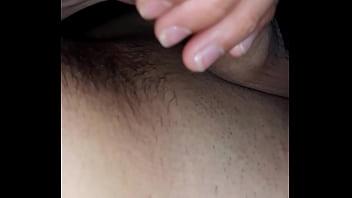 Симпатичная молоденькая шлюха получает дикий оргазм от анального порева с приятелем