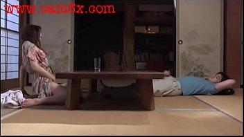 Африканец и его новая соседка создали тьма любви на диванчика