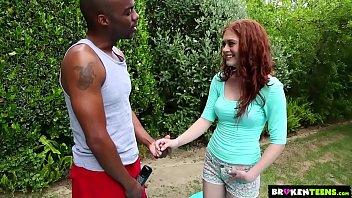 Две молодые латинки удовлетворяют родного голого партнера