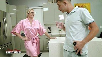 Ада сначез пришпорила хуй намасленной вагиной