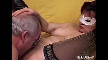 Парень спустился на лицо женщины в по окончании траха кастинга
