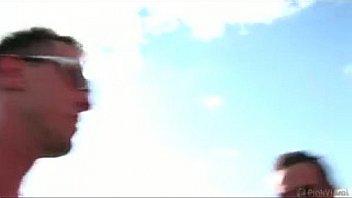 Грудастая телка совокупляется со студентом на открытом балконе