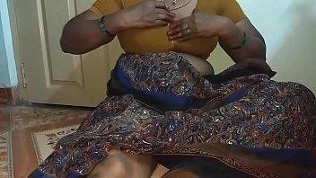 Прохожий показал негритяночке стоячий фаллос и поимел ее коттеджа